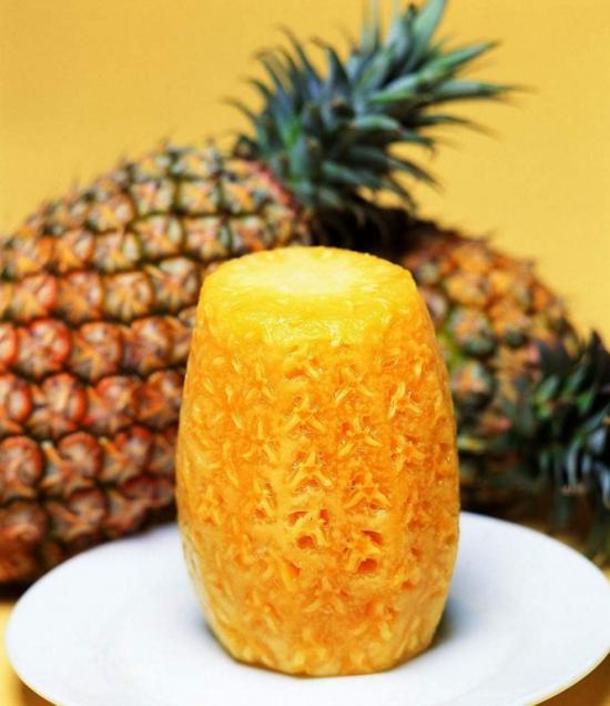菠萝为什么要用盐水泡:菠萝含有叫菠
