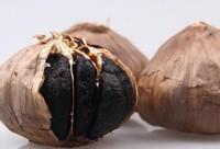 黑蒜的功效和食用方法,黑蒜一天吃多少合适