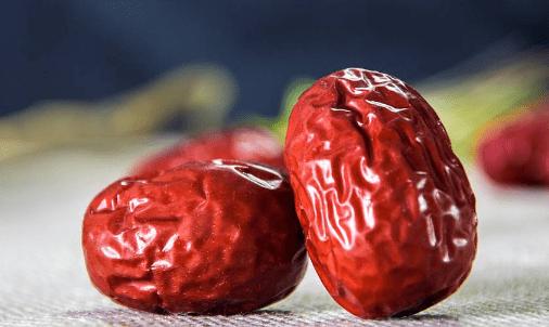 红枣泡水喝好吗?红枣泡水的功效和禁忌科普!