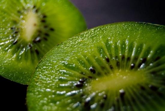猕猴桃属哪类水果:猕猴桃科植物猕猴桃的果实,属于浆果类