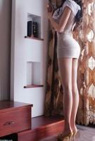 女生叫男生到她家桶她,看到她大腿根部 那神秘的地带若隐若现