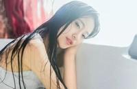 感受到老刘的手在自己上身游走  小妖精看你水流这么多
